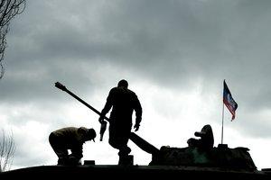 """Боевики """"ДНР"""" решили готовить к войне детей"""