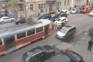 В Киеве иномарка влетела в трамвай