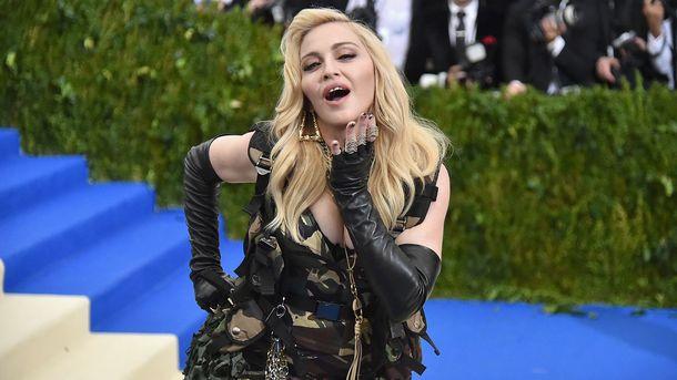 Футбольная карьера приемного сына Мадонны заставила эстрадную певицу  переехать вПортугалию