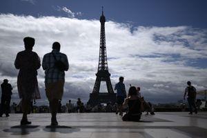 Возле Эйфелевой башни в Париже задержали мужчину после сообщений об угрозе теракта