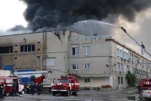 Масштабный пожар в Харькове: горит частное предприятие