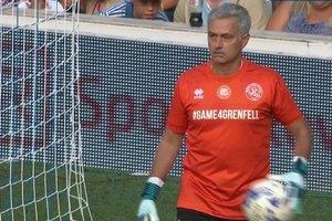 Жозе Моуринью сыграл на позиции вратаря в благотворительном матче