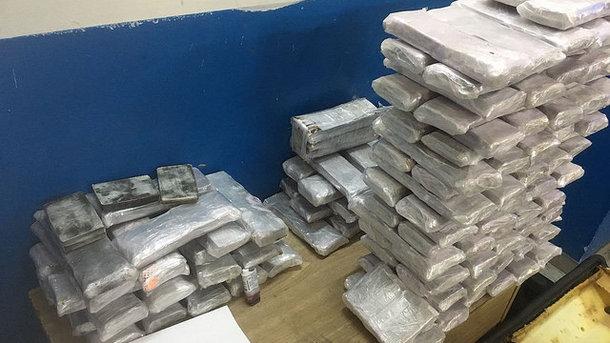 Наркотики спрятали в разбитом авто. Фото: СБУ