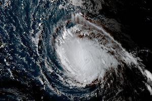 """Ураган """"Ирма"""" усилился до четвертой категории"""
