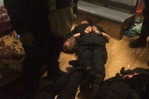 В Киеве банда полицейских грабила на вокзале пассажиров