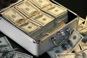 У украинского топ-судьи нашли огромную сумму в долларах