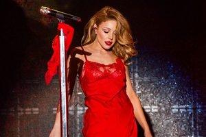 Тина Кароль изменила стиль и произвела фурор в ярком костюме на Неделе моды