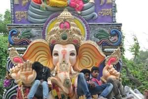 Празднование фестиваля бога в Индии закончилось трагедией