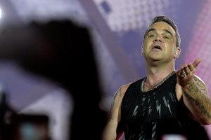 Робби Уильямс отменил все концерты в России из-за болезни
