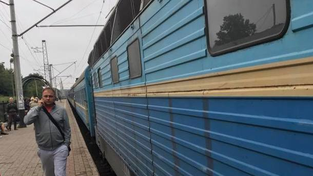 ВБоярке вышел изстроя поезд: пассажиры говорят, что локомотив зажегся