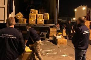 """""""Зарабатывали"""" на контрабанде: в Одесском порту задержали таможенников"""