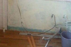 Курьезное ЧП: в центре Киева неизвестный подключил газовую трубу к водопроводу