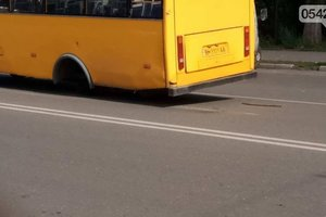 В Сумах у маршрутки на ходу отлетело колесо
