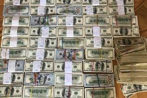 """В Одессе полицейские изъяли более миллиона долларов из """"общака вора в законе"""""""