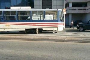 В Киеве произошло ЧП с трамваем недалеко от ж/д вокзала