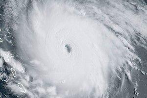"""Ураган """"Ирма"""" ослабел до четвертой категории"""