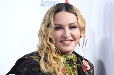 Мадонна снялась для глянца с четырьмя детьми
