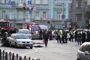 Взрыв машины на Бессарабке в Киеве: все подробности