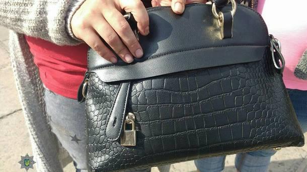 У одной из пенсионерок женщины украли сумку. Фото: facebook.com/lvivpolice