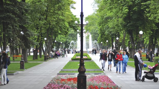 Кременчуг. В центральном парке установили фонтаны и дизайнерские светильники. Фото: архив