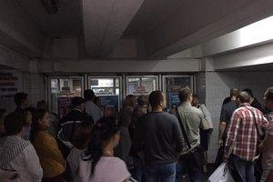 Четыре станции метро Киева возобновили работу после задымления