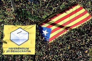 В Барселоне сотни тысяч людей вышли на улицы в поддержку независимости Каталонии