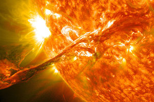 Ученый объяснил, как вспышки на Солнце влияют на организм