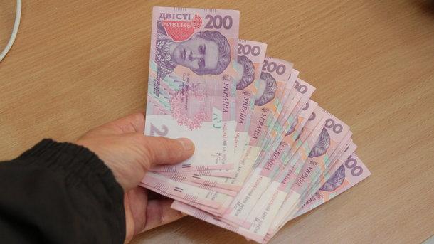 В бюджетной резолюции на ближайшие три года минимальный заработок будет увеличиваться ежегодно на 300—500 грн