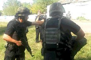 Десятки мужчин в масках со стрельбой пытались захватить предприятие в Черкасской области