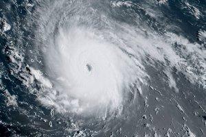 """Ураган """"Ирма"""" побил рекорд мощности и продолжительности - СМИ"""