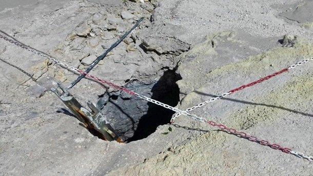 Пара с сыном провалилась вкратер вулкана— катастрофа вИталии