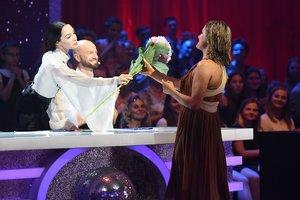 """Катерина Кухар рассказала, почему дарит цветы участникам """"Танцев со звездами"""""""