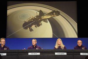 """""""Смертельный прыжок"""" зонда в атмосферу Сатурна: Cassini разорвет на куски"""