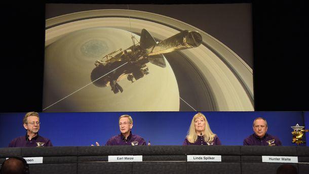 'Смертельный прыжок' зонда в атмосферу Сатурна: Cassini разорвет на ку