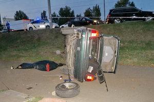 Подробности смертельного ДТП на Оболони в Киеве: авто попало в огромную яму и перевернулось