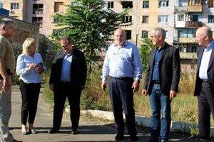 Французские политики приехали на Донбасс: опубликованы фото