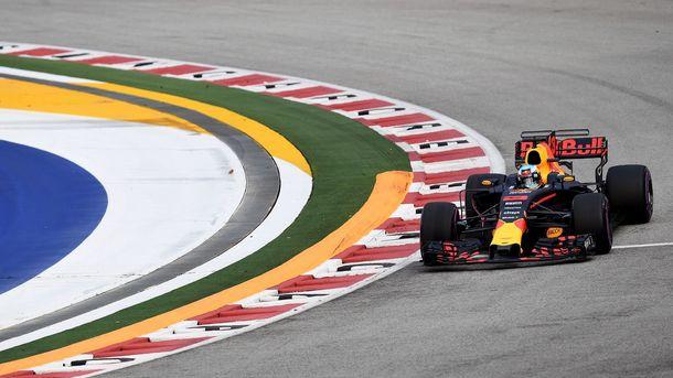 Хэмилтон одержал победу Гран-при Сингапура