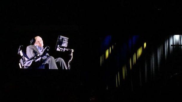 Легендарный Стивен Хокинг выступил на форуме YES в Киеве в виде голограммы