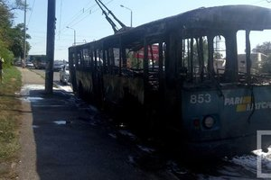 В Одессе троллейбус сгорел дотла