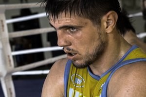 Евгений Хитров выиграл пятнадцатый бой на профи-ринге