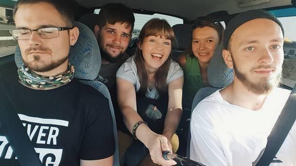 Друзья сделали селфи в машине за секунду до падения в горное озеро