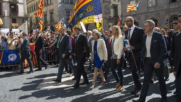 Большинство каталонцев считают преступным референдум онезависимости региона