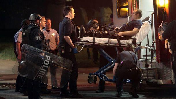В США в ходе протестов против оправдательного приговора за убийство афроамериканца ранены девять полицейских