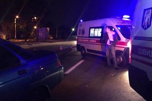 В Киеве возле метро Шулявская авто сбило двух людей