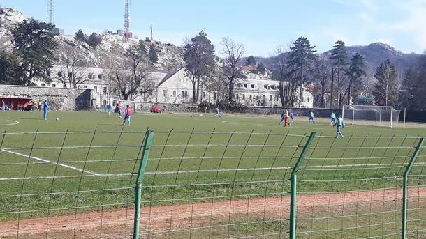 В Черногории неизвестный выстрелом в голов убил футболиста на тренировке