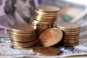 Гривня упала к доллару и евро
