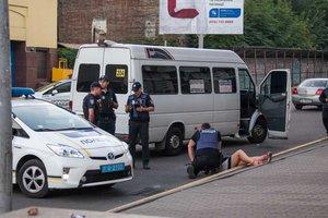 Девушка на ходу выпала из маршрутки в Днепре