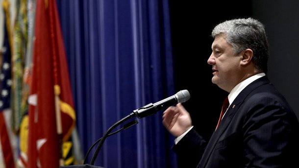 Порошенко объявил , что США небудут поставлять Украине смертоносное  оружие