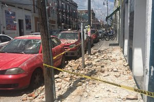 Мощное землетрясение разрушило более 20 зданий в столице Мексики (видео)