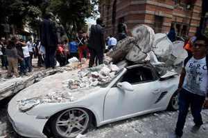 Здания рушились, как карточный домик: ужасные кадры после землетрясения в Мексике